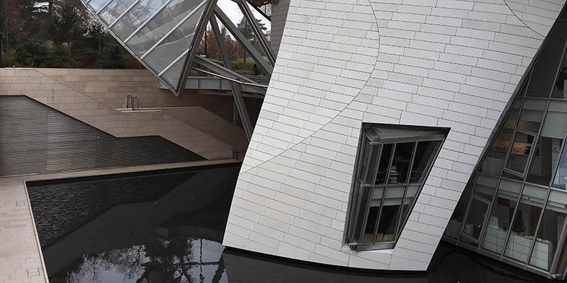 Modern architecture in Paris Louis Vuitton Foundation