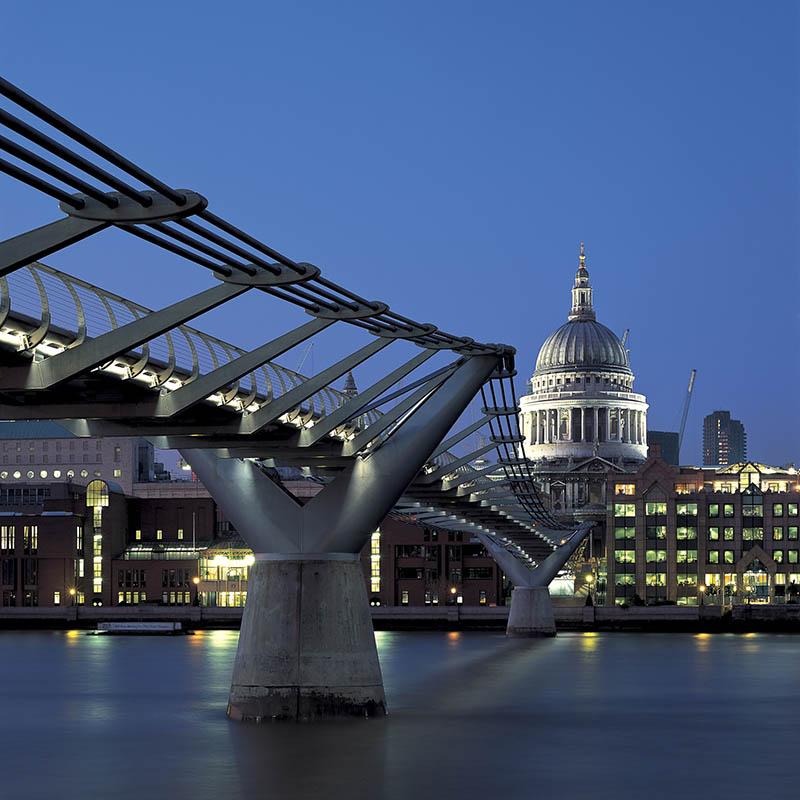 Millennium bridge by Foster + Partners
