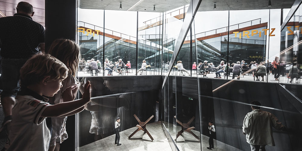 Glass in architecture: low-iron glass and best practices